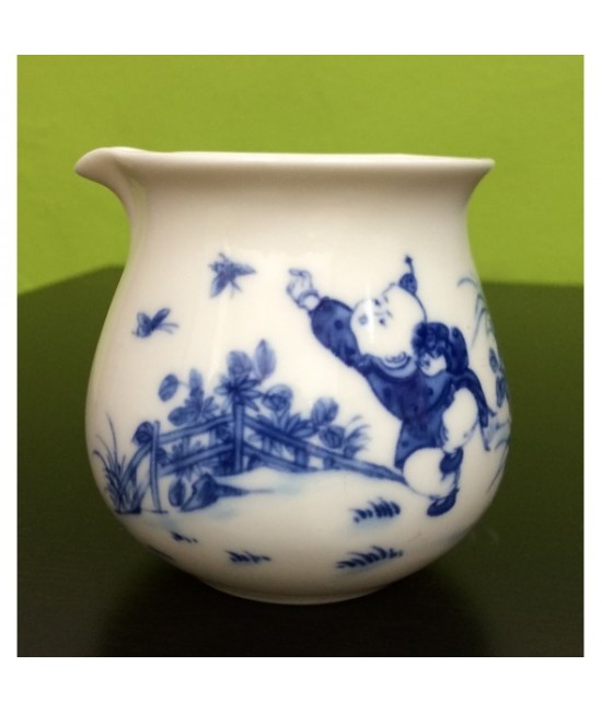 Porcelain Common Cup - Playful kid